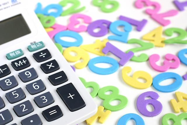 電卓と数字の画像
