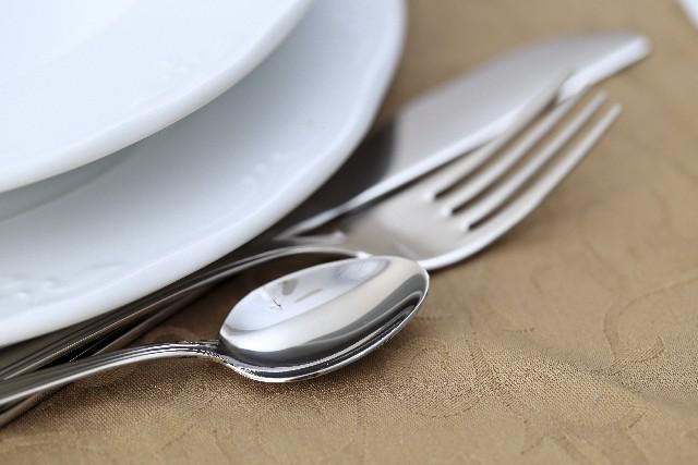 食器とスプーンフォーク