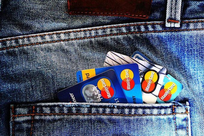 クレジットカードにジーパン
